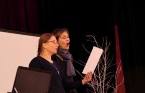Sœur Renia, compagnied'Aleksandra, a interprété en polonais un chant à Marie.